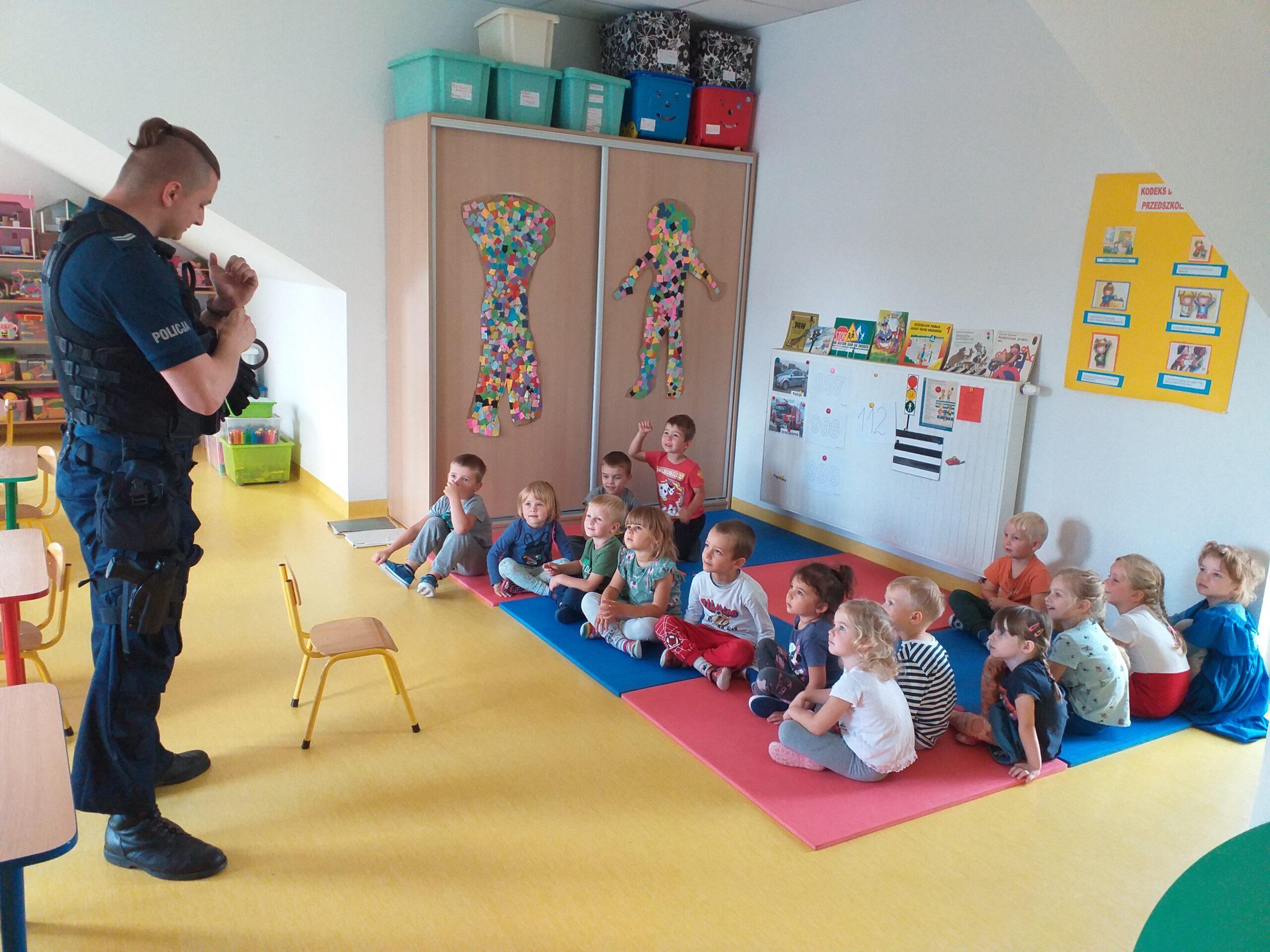 Spotkanie z policjantem w grupie Plastusi