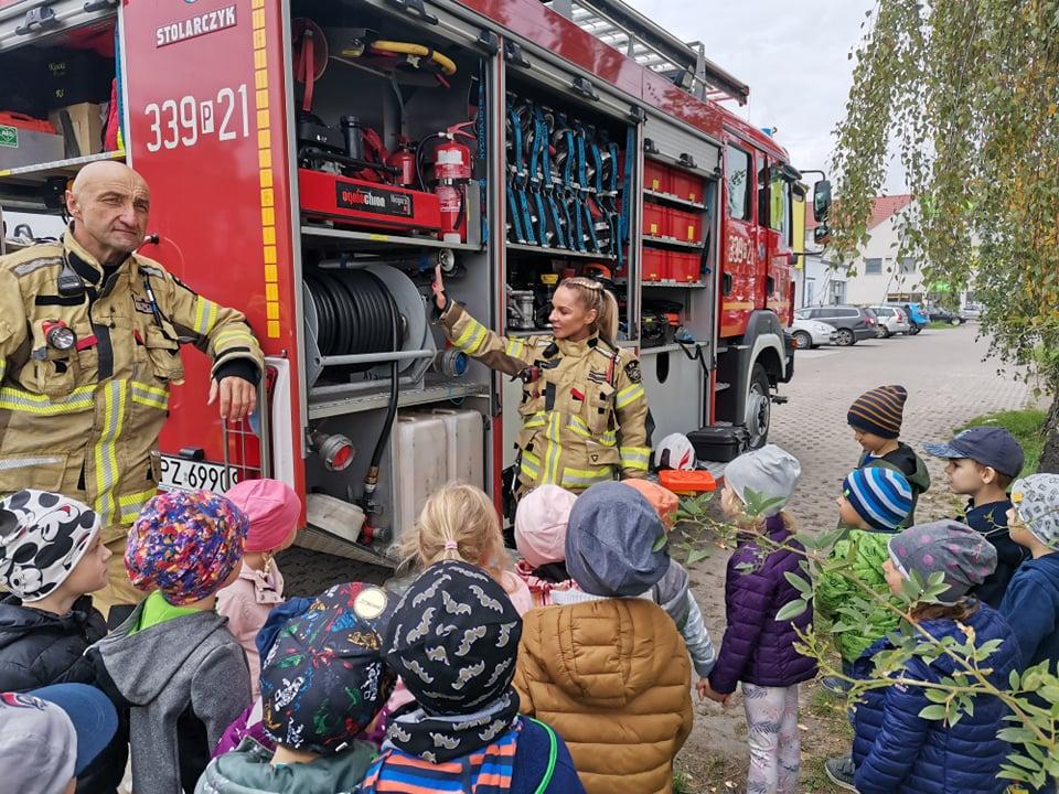 Spotkanie ze strażakami w grupie Plastusi
