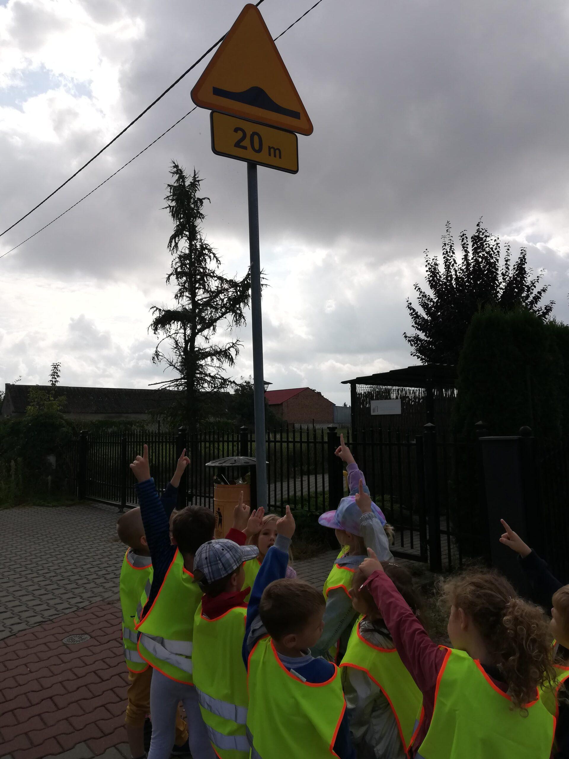 Sportowcy uczyli się o bezpieczeństwie na drodze w praktyce i multimedialnie